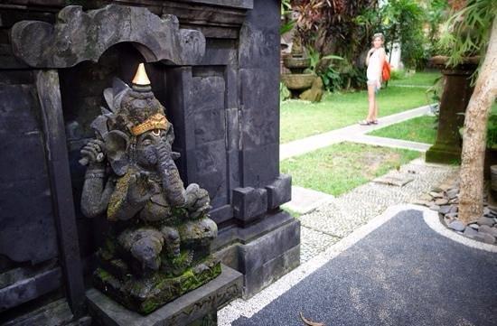 Tirta Arum Guest House: Ganesha