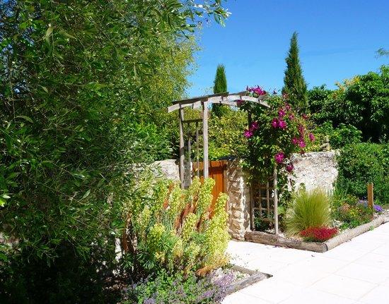 Serigny, França: Poolside