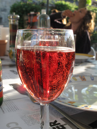 Serigny, Francia: Relax with a local glass of Rose!