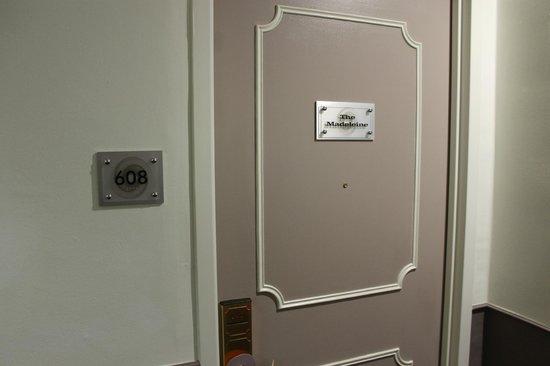 Hotel Vertigo: porta della camera