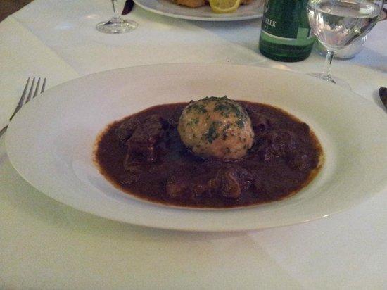 Café-Restaurant Sacher Innsbruck: Goulasch