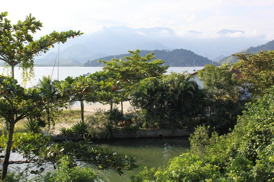 Promenade Angra dos Reis : Река, впадающая в море