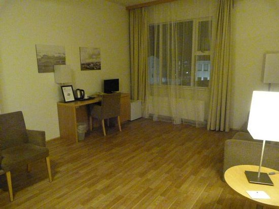 Hotel Vik Arctic Comfort: Sitting area - big enough for a dance