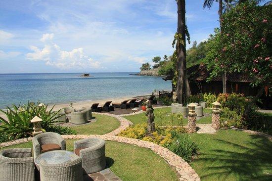 Sheraton Senggigi Beach Resort: View to the beach from the restaurant.