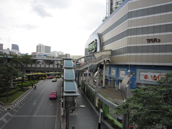 MBK Center (Ma Boon Khrong Center) : sky bridge