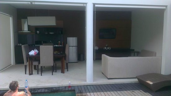 Uppala Villa & Spa Umalas: view of dining/lounge area