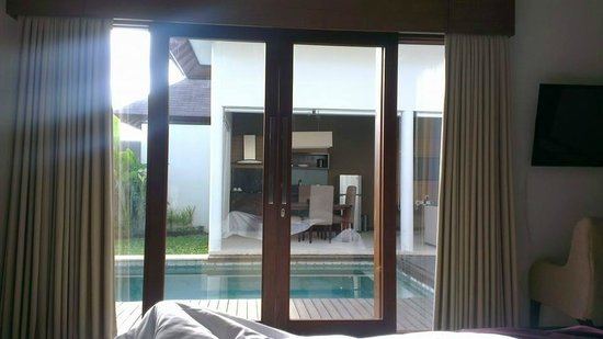 Uppala Villa & Spa Umalas: view of private pool from double room