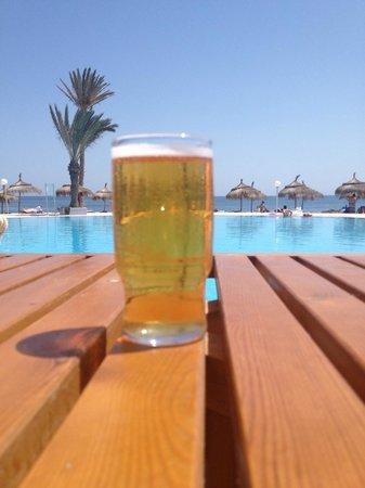 El Mouradi Djerba Menzel: Cheers to a perfect day.