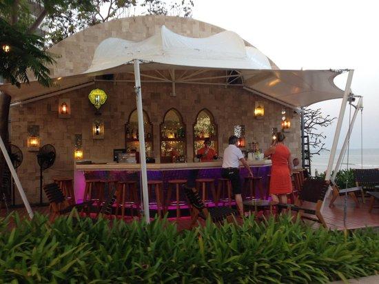 Marrakesh Hua Hin Resort & Spa: Outdoor/Beachfront Bar