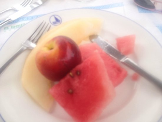 El Mouradi Djerba Menzel: Plenty of fresh fruit on offer. This was from the restaurant you had to book for.