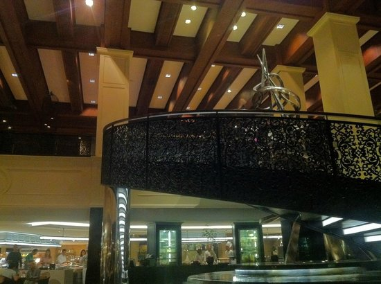 Sofitel Philippine Plaza Manila: The Spiral - stairs from lobby to dining hall