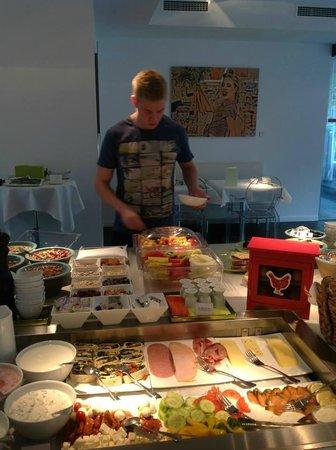 Q! Casa Hotel Berlin: Breakfast buffet