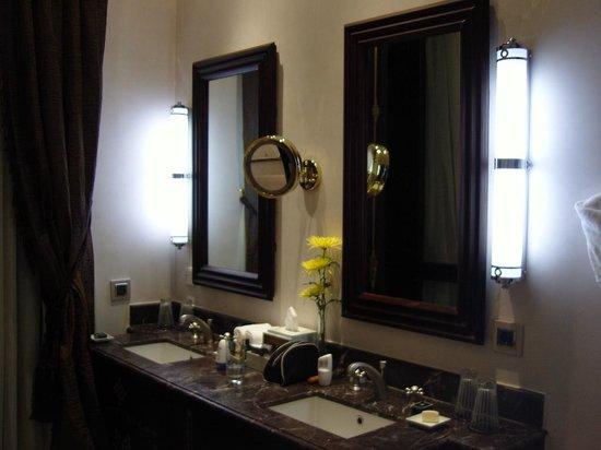 Sofitel Legend Old Cataract Aswan: luxury bathroom