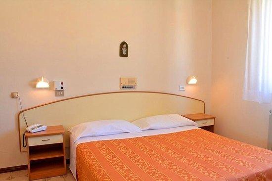 Hotel Saturno: Camera da letto