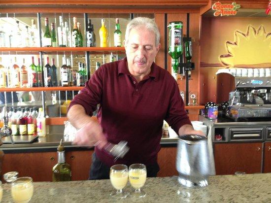 Cercle Sainte Marthe : Julien, Barman