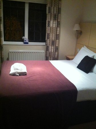 Studley Castle Hotel and Conference Centre: Bedroom