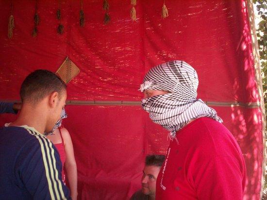 Safari Sahara  - Hurghada Sunset Desert Tour : Tying your Head dress