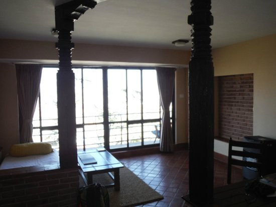 Thagu Chhen: living room with view on the snowcapped mountain