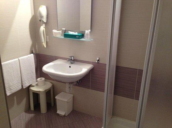 Villa Maria Hotel Garni : Bagno della stanza