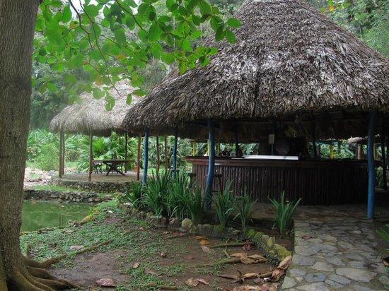 Restaurant La Cueva: Outdoor seating