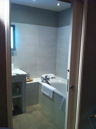 L'Absinthe Hotel : room No. 3 - bathroom