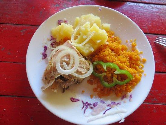 Restaurant La Cueva: Chicken, rice, potatoes and vegetables.
