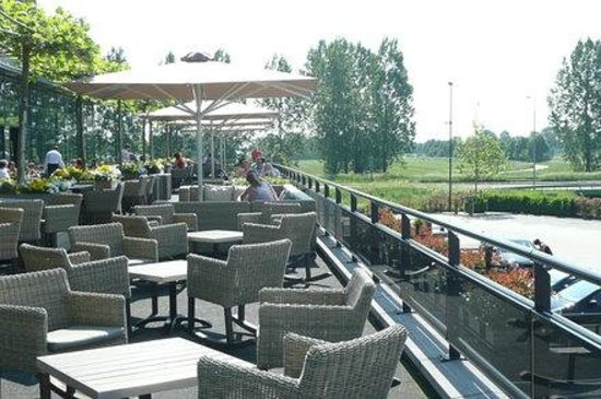 Van der Valk Hotel Arnhem : terras in de zomer is lekker om even tot rust te komen