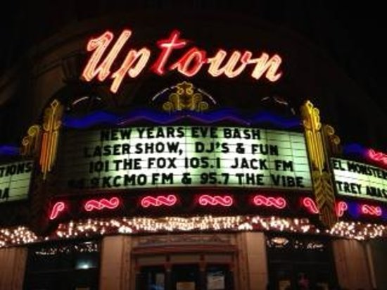 Residence Inn Kansas City Country Club Plaza: Uptown Theater close by
