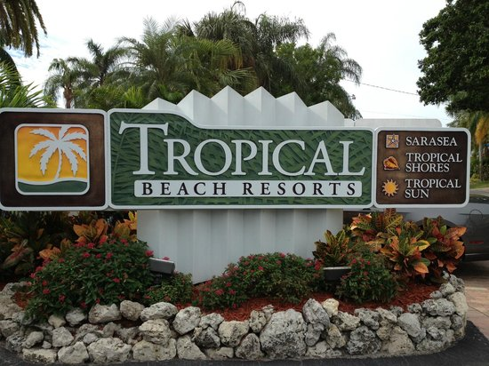 Tropical Beach Resorts: Grounds are beautifully kept