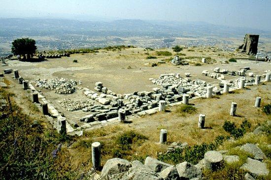 The Acropolis: biblioteca di Attalo
