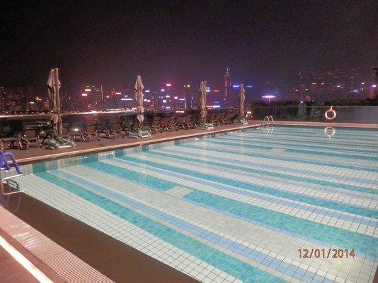 Hotel ICON: бассейн на 9-м этаже, тёплый