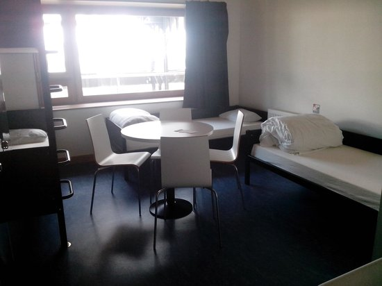 Yves Robert Hostel: 4 beds room, 2nd floor.