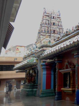 Sri Maha Mariamman Temple : Innergården