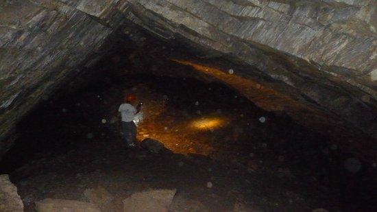 Cavernas del Viejo Volcan Parque Cerro Leones: Caverna com lago