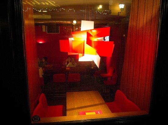 Cafe Romeo: Il nostro tavolino...molto carino ed intimo!