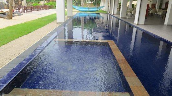 CoCo Bay Unawatuna: бассейн в отеле