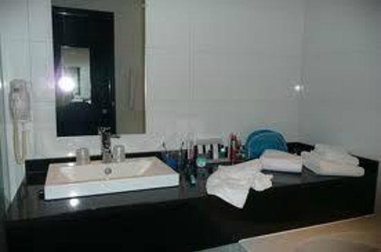 Badkamer - Foto van Van der Valk Hotel Duiven, Duiven - TripAdvisor