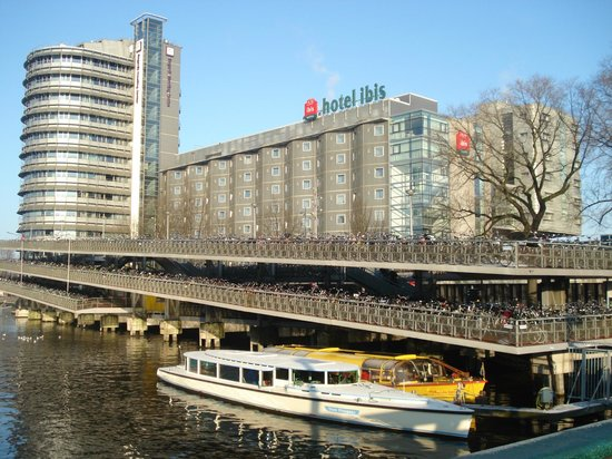 Ibis Amsterdam Centre: Fachada do Hotel