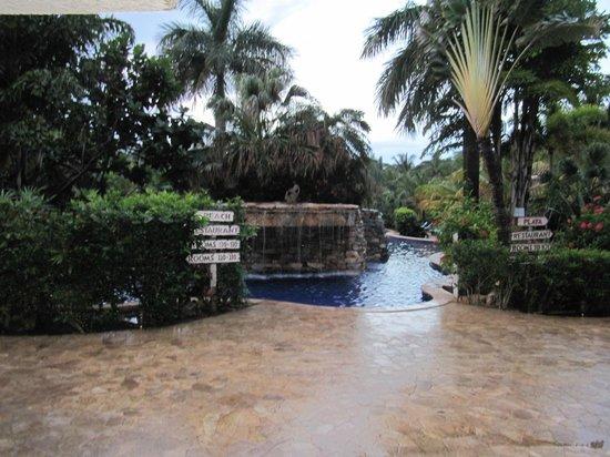 Mayan Princess Beach & Dive Resort: Grounds