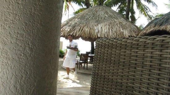 Mayan Princess Beach & Dive Resort: My favourite, comfy, wicker sofa