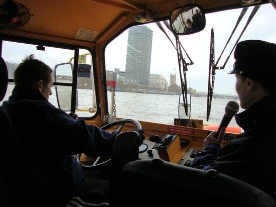 "London Duck Tours: O ""onibus"" dentro do rio"