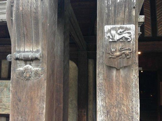 Église Sainte-Catherine : Вход в церковь