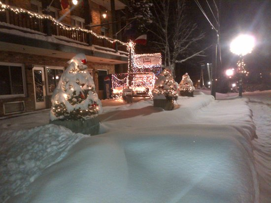 Aroostook Hospitality Inn - Van Buren : After The Parade we set the float infront on the motel