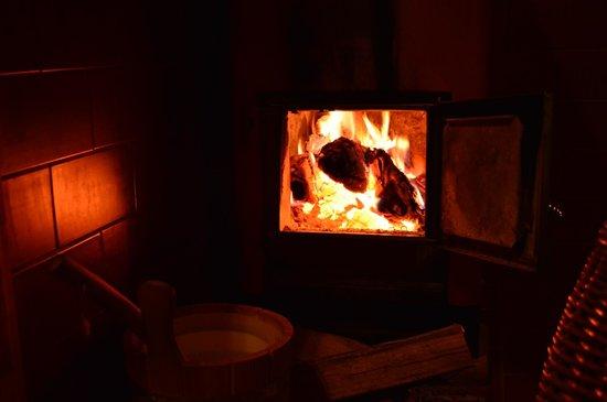 Landidyll Hotel Nudelbacher: Unsere traditionell mit Holz beheizte Sauna