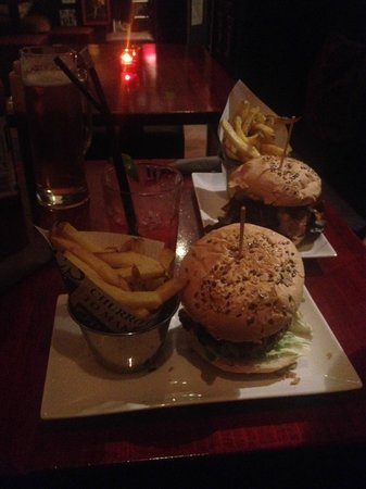 NH Barcelona Ramblas : Burgers at Milk Bar