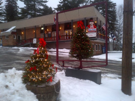 Aroostook Hospitality Inn - Van Buren : All decorated for Christmas 2013