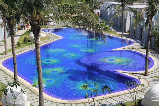 Grande Bay Resort and Spa : Pool with peacock motif