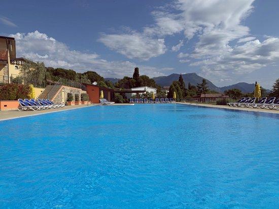 Residence Onda Blu: La piscina