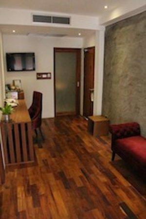 Le Sen Boutique Hotel: THE Suite - living room