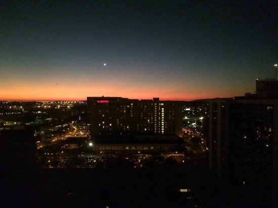 Hilton Los Angeles Airport: View from the 17th floor just after sunset